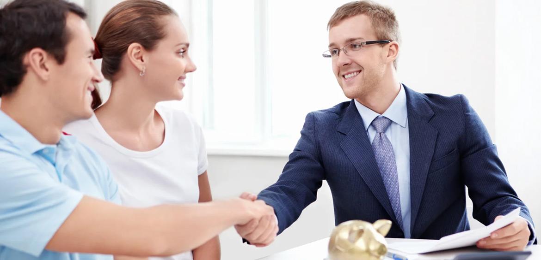 Банки смягчают условия для заемщиков